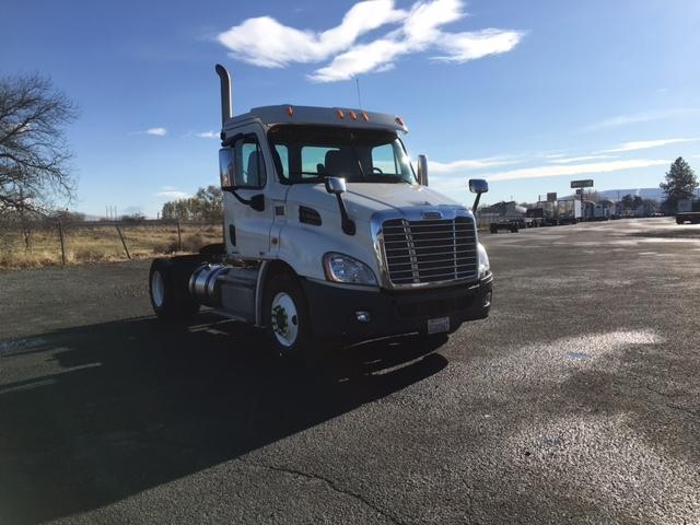 Day Cab Tractor-Heavy Duty Tractors-Freightliner-2012-Cascadia 11342ST-YAKIMA-WA-85,701 miles-$49,750