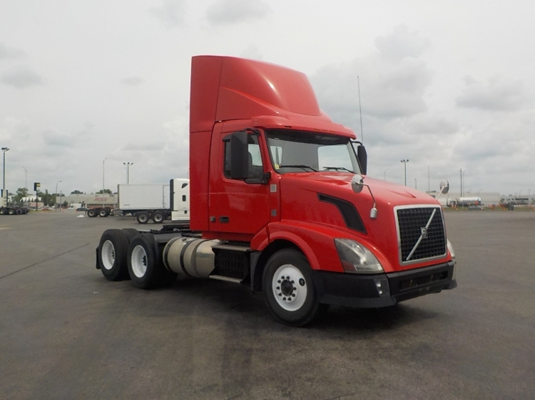 Day Cab Tractor-Heavy Duty Tractors-Volvo-2012-VNL64T300-SAINT LAURENT-PQ-550,396 km-$30,500