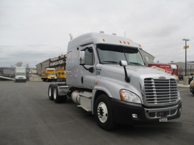 Sleeper Tractor-Heavy Duty Tractors-Freightliner-2012-Cascadia 12564ST-PITTSBURGH-PA-627,055 miles-$32,750