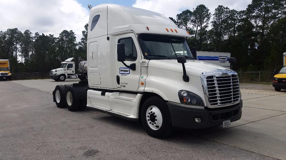 Sleeper Tractor-Heavy Duty Tractors-Freightliner-2012-Cascadia 12564ST-LOUISVILLE-KY-534,158 miles-$35,000