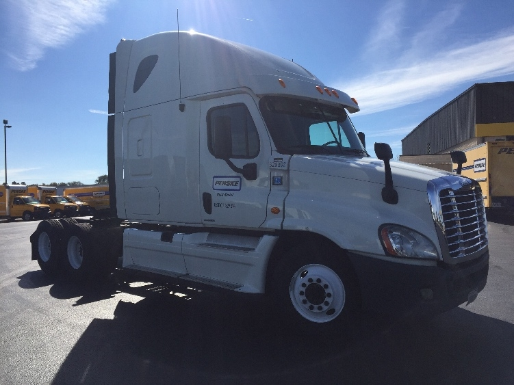 Sleeper Tractor-Heavy Duty Tractors-Freightliner-2012-Cascadia 12564ST-LOUISVILLE-KY-628,457 miles-$33,000