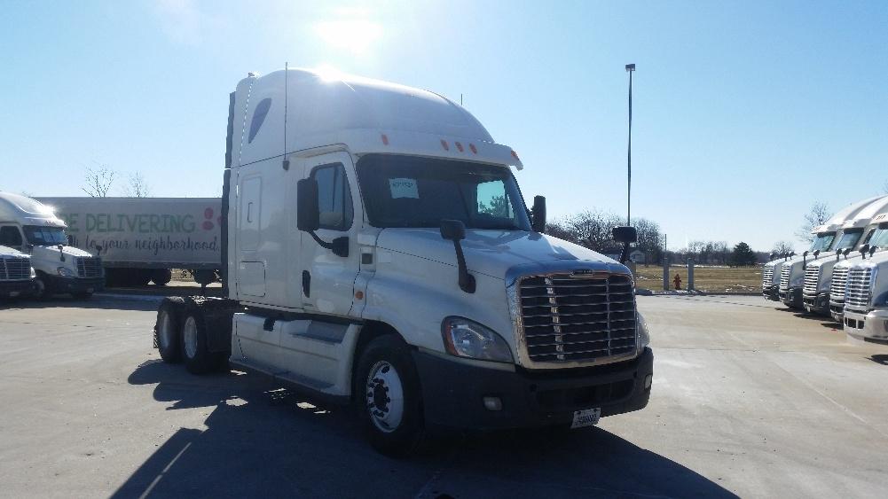 Sleeper Tractor-Heavy Duty Tractors-Freightliner-2012-Cascadia 12564ST-OAK CREEK-WI-583,673 miles-$38,250
