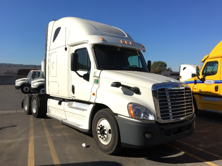 Sleeper Tractor-Heavy Duty Tractors-Freightliner-2012-Cascadia 12564ST-CITY OF INDUSTRY-CA-553,589 miles-$37,250