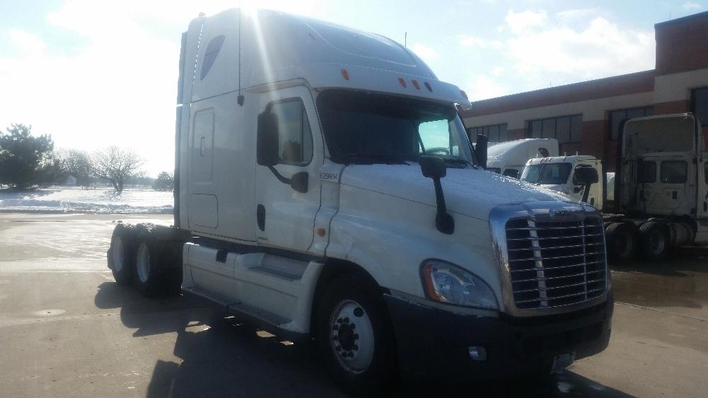 Sleeper Tractor-Heavy Duty Tractors-Freightliner-2012-Cascadia 12564ST-OAK CREEK-WI-580,256 miles-$33,000
