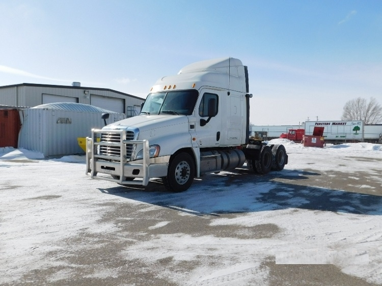 Sleeper Tractor-Heavy Duty Tractors-Freightliner-2012-Cascadia 12564ST-ABBOTSFORD-BC-390,569 km-$16,000