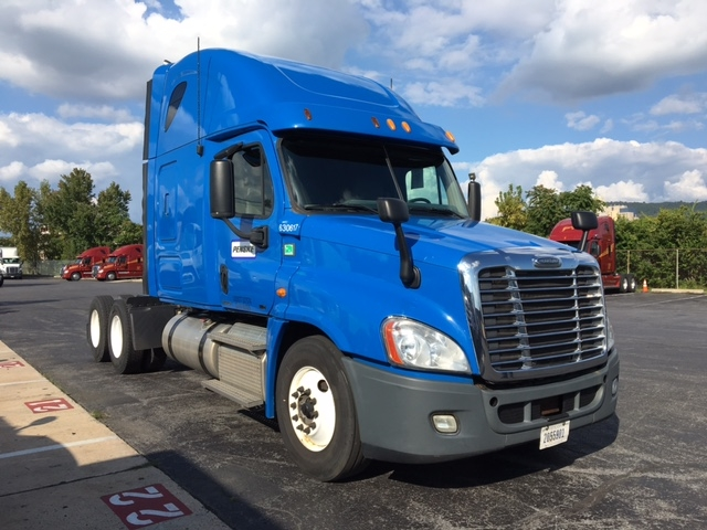 Sleeper Tractor-Heavy Duty Tractors-Freightliner-2012-Cascadia 12564ST-READING-PA-427,015 miles-$45,500