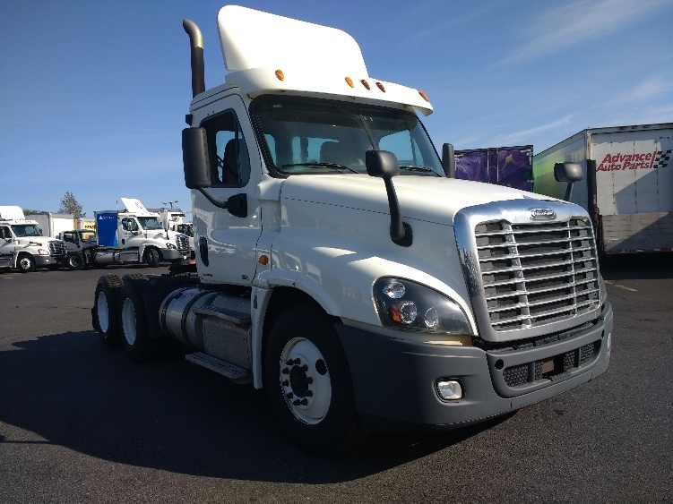 Day Cab Tractor-Heavy Duty Tractors-Freightliner-2012-Cascadia 12564ST-EAST WINDSOR-CT-389,600 miles-$35,250