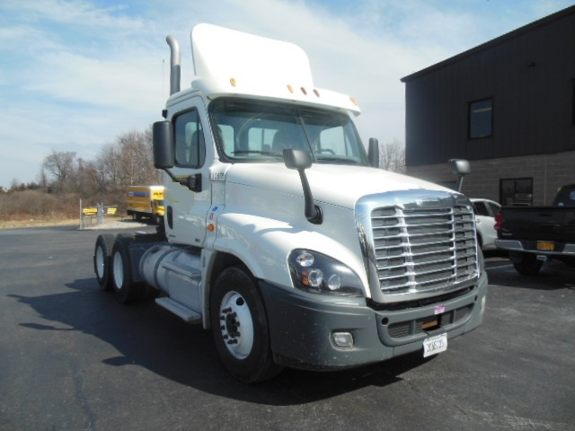 Day Cab Tractor-Heavy Duty Tractors-Freightliner-2012-Cascadia 12564ST-CRANSTON-RI-283,812 miles-$34,750
