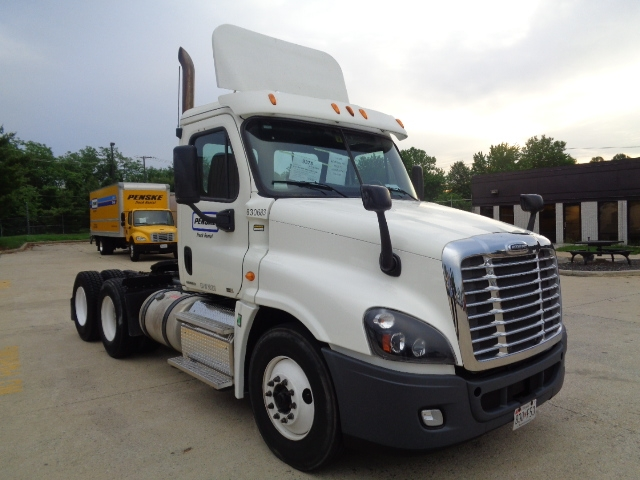 Day Cab Tractor-Heavy Duty Tractors-Freightliner-2012-Cascadia 12564ST-BALTIMORE-MD-281,194 miles-$46,500