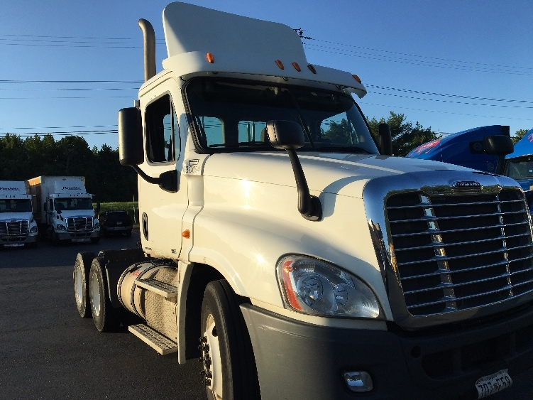 Day Cab Tractor-Heavy Duty Tractors-Freightliner-2012-Cascadia 12564ST-ESSEX-MD-308,330 miles-$35,500