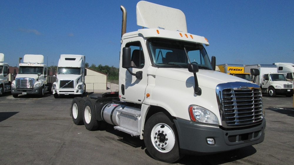 Day Cab Tractor-Heavy Duty Tractors-Freightliner-2012-Cascadia 12564ST-LOUISVILLE-KY-433,711 miles-$32,500