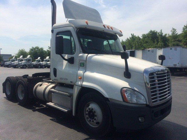 Day Cab Tractor-Heavy Duty Tractors-Freightliner-2012-Cascadia 12564ST-READING-PA-516,139 miles-$13,000