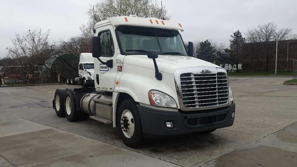 Day Cab Tractor-Heavy Duty Tractors-Freightliner-2012-Cascadia 12564ST-HARTFORD-CT-332,202 miles-$37,000