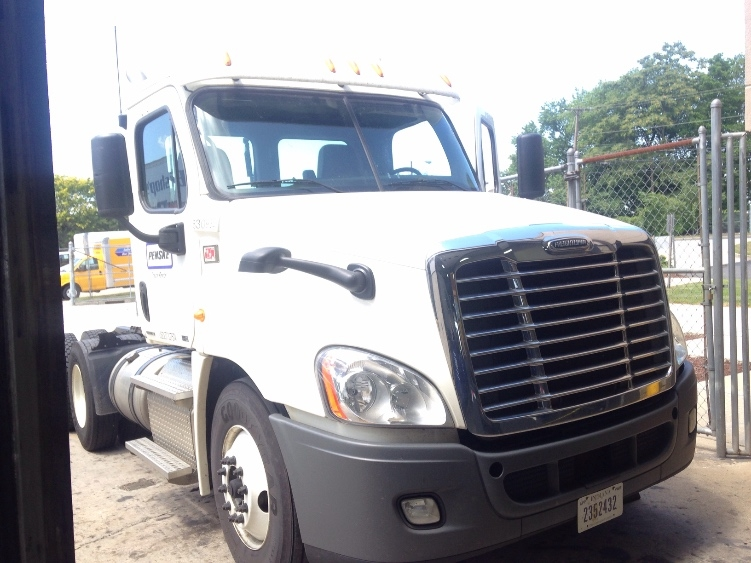 Day Cab Tractor-Heavy Duty Tractors-Freightliner-2012-Cascadia 12564ST-CHICOPEE-MA-349,117 miles-$42,750
