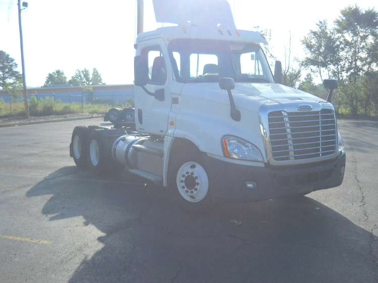 Day Cab Tractor-Heavy Duty Tractors-Freightliner-2012-Cascadia 12564ST-RICHLAND-MS-426,024 miles-$35,000
