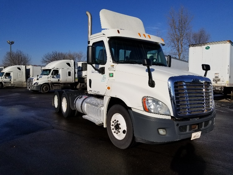Day Cab Tractor-Heavy Duty Tractors-Freightliner-2012-Cascadia 12564ST-EAGAN-MN-397,955 miles-$34,750