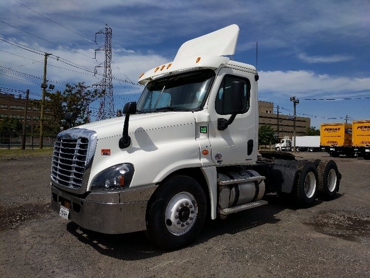 Day Cab Tractor-Heavy Duty Tractors-Freightliner-2012-Cascadia 12564ST-LINDEN-NJ-201,749 miles-$44,000