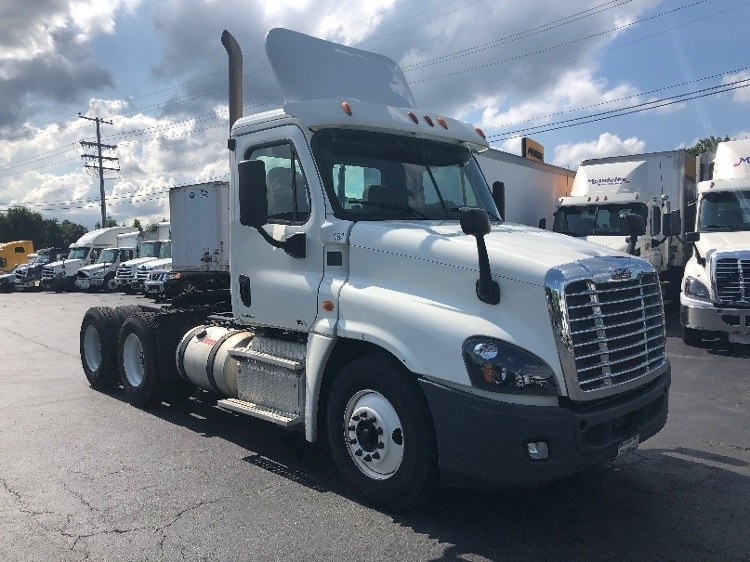 Day Cab Tractor-Heavy Duty Tractors-Freightliner-2012-Cascadia 12564ST-ESSEX-MD-346,645 miles-$34,250
