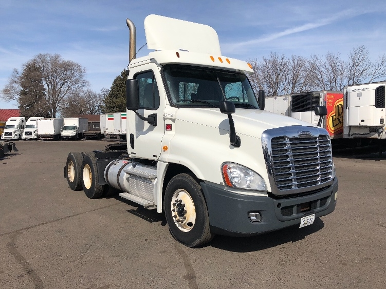 Day Cab Tractor-Heavy Duty Tractors-Freightliner-2012-Cascadia 12564ST-BROOKLYN PARK-MN-242,004 miles-$34,750