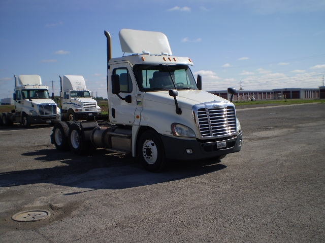 Day Cab Tractor-Heavy Duty Tractors-Freightliner-2012-Cascadia 12564ST-DELPHOS-OH-714,065 miles-$26,250