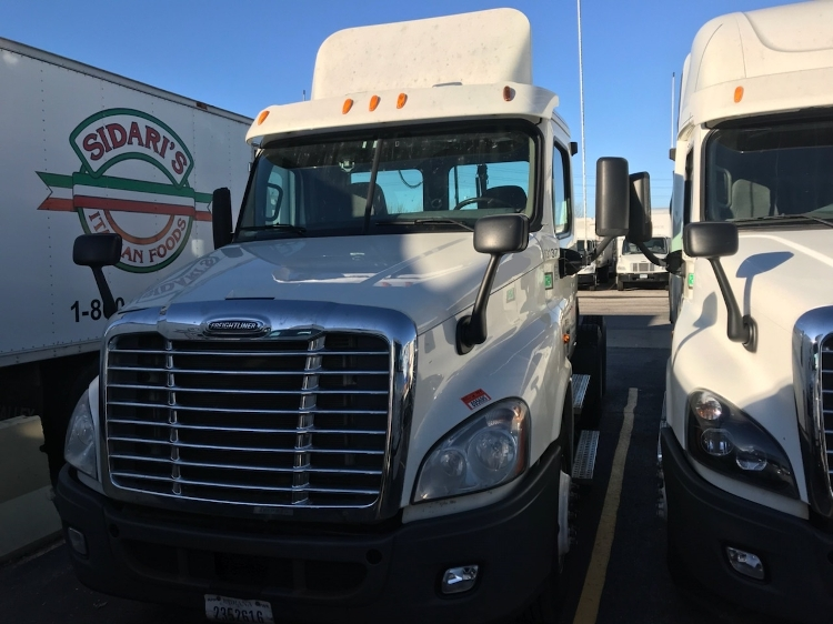 Day Cab Tractor-Heavy Duty Tractors-Freightliner-2012-Cascadia 12564ST-BROOK PARK-OH-481,698 miles-$11,500