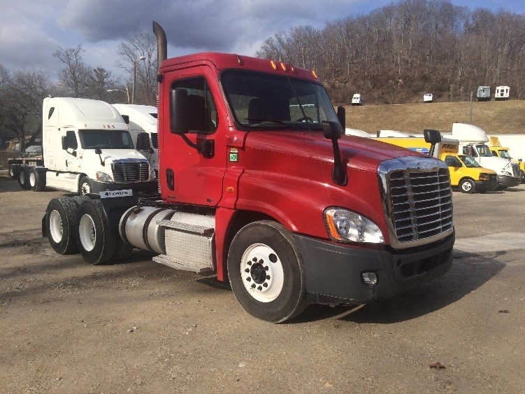 Day Cab Tractor-Heavy Duty Tractors-Freightliner-2012-Cascadia 12564ST-HUNTINGTON-WV-508,050 miles-$32,250