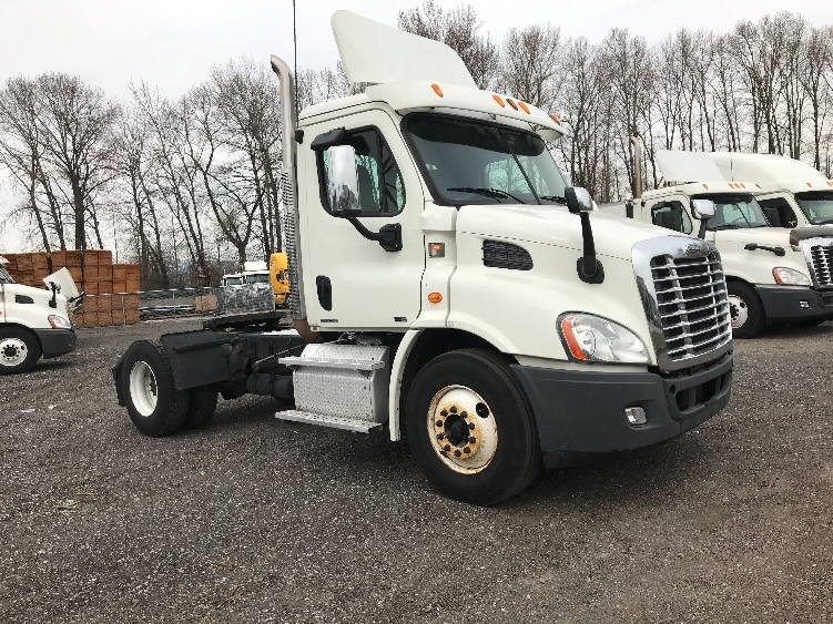 Day Cab Tractor-Heavy Duty Tractors-Freightliner-2012-Cascadia 11342ST-DELTA-BC-176,945 km-$35,500