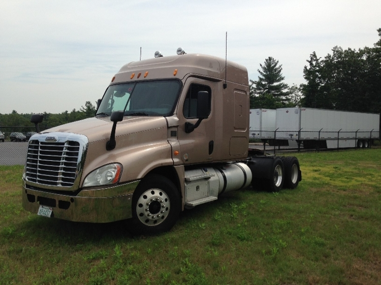 Sleeper Tractor-Heavy Duty Tractors-Freightliner-2012-Cascadia 12564ST-LONDONDERRY-NH-498,969 miles-$39,000