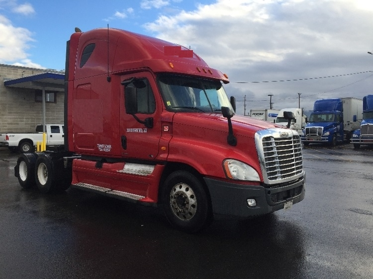 Sleeper Tractor-Heavy Duty Tractors-Freightliner-2012-Cascadia 12564ST-MEDFORD-OR-656,662 miles-$32,000