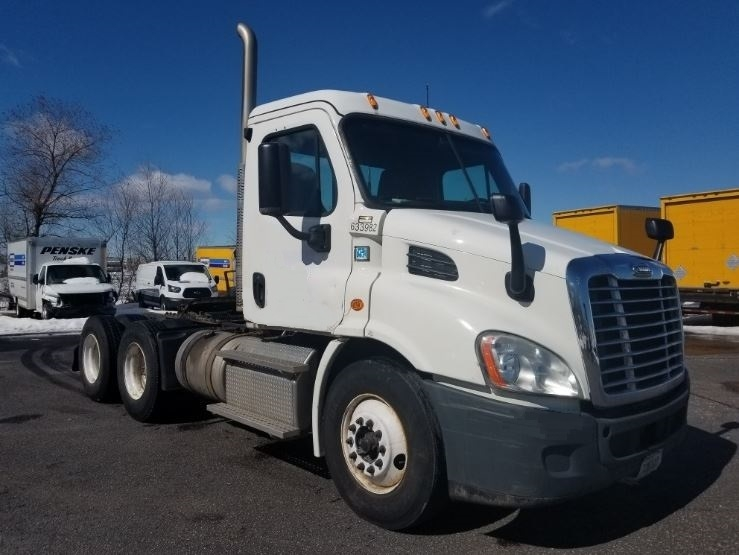 Day Cab Tractor-Heavy Duty Tractors-Freightliner-2012-Cascadia 11364ST-ROSEVILLE-MN-483,854 miles-$31,750