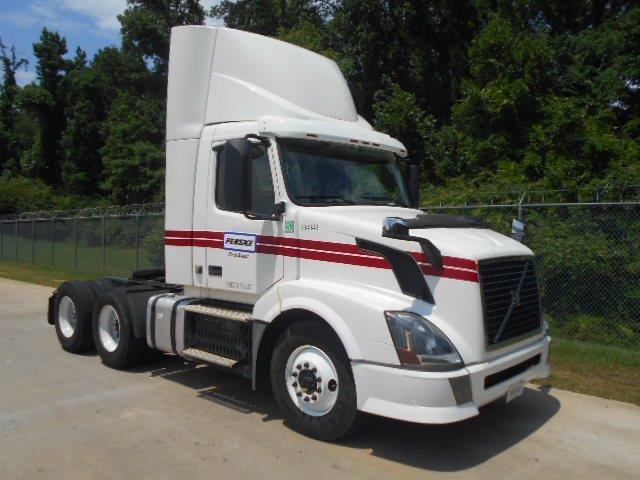 Day Cab Tractor-Heavy Duty Tractors-Volvo-2012-VNL64T300-BESSEMER-AL-493,968 miles-$23,750