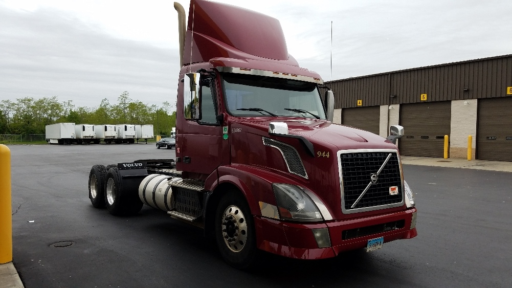 Day Cab Tractor-Heavy Duty Tractors-Volvo-2012-VNL64T300-WATERBURY-CT-355,594 miles-$32,250