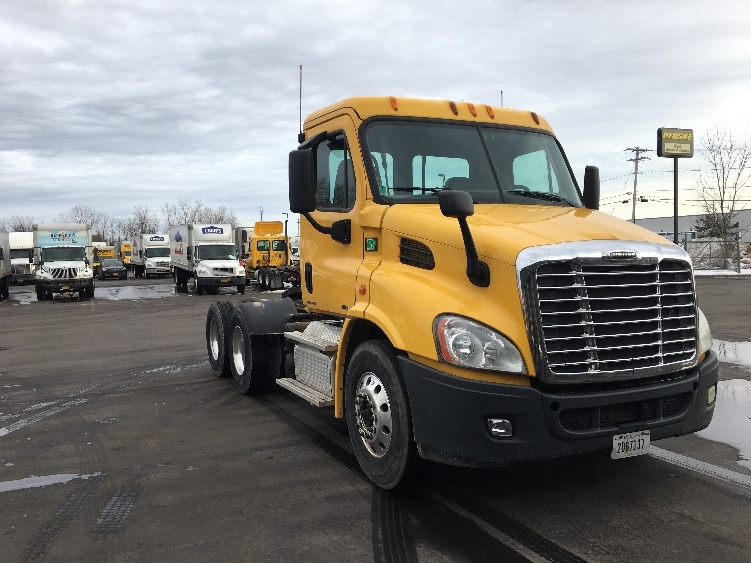 Day Cab Tractor-Heavy Duty Tractors-Freightliner-2012-Cascadia 11364ST-LIVERPOOL-NY-455,638 miles-$27,500