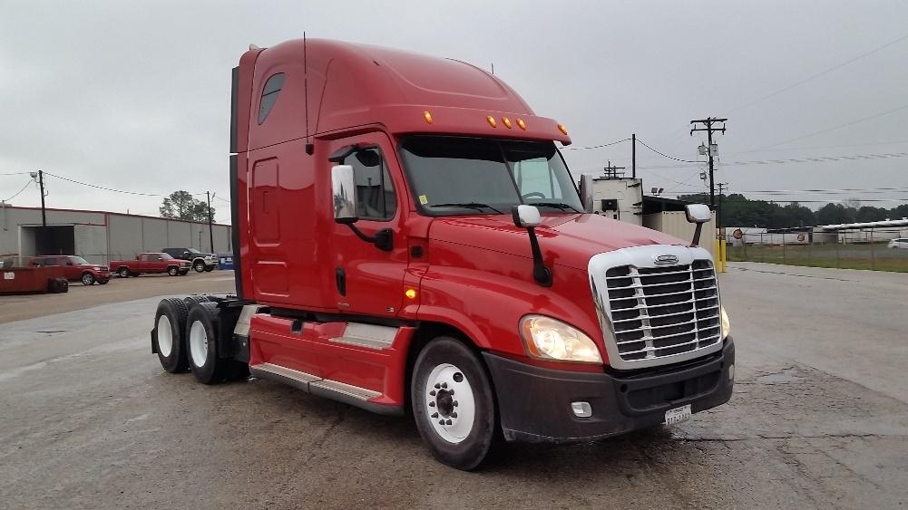 used sleeper tractors for sale in tx penske used trucks. Black Bedroom Furniture Sets. Home Design Ideas