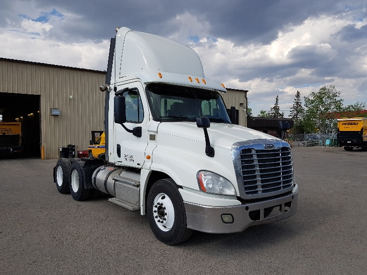 Day Cab Tractor-Heavy Duty Tractors-Freightliner-2012-Cascadia 12564ST-CALGARY-AB-704,830 km-$51,750