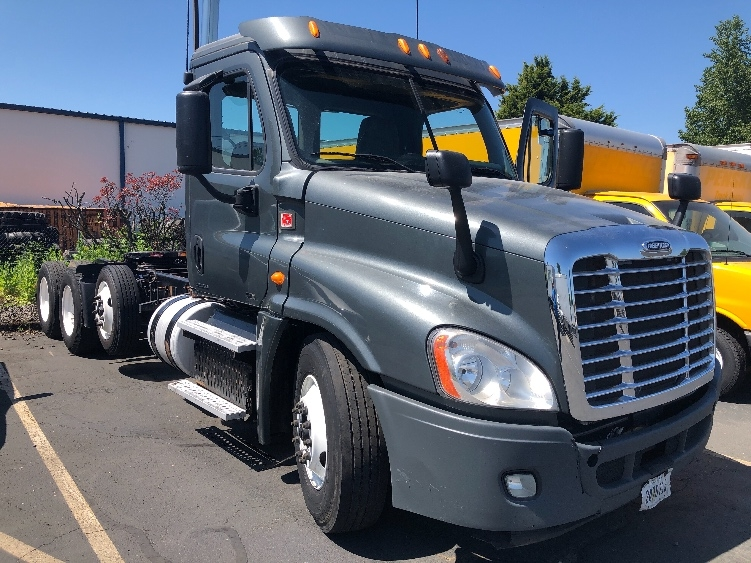 Day Cab Tractor-Heavy Duty Tractors-Freightliner-2012-Cascadia 12584ST-PORTLAND-OR-498,301 miles-$42,000