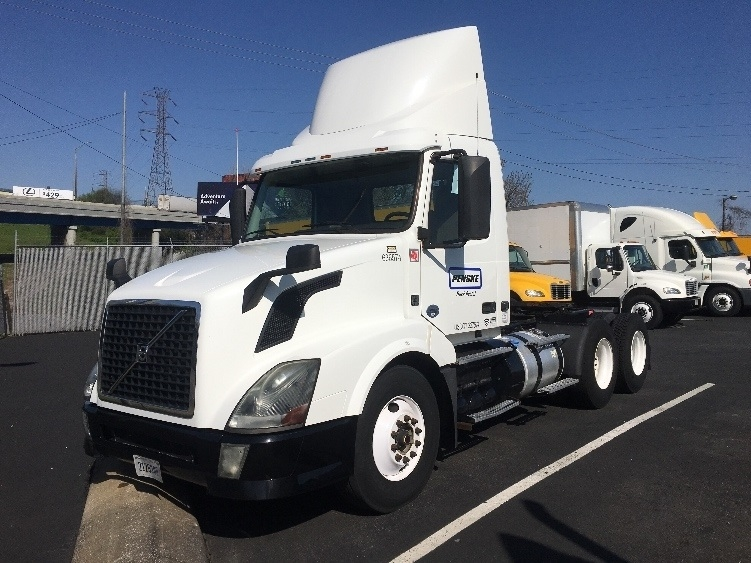 Day Cab Tractor-Heavy Duty Tractors-Volvo-2013-VNL64T300-KNOXVILLE-TN-383,307 miles-$37,500