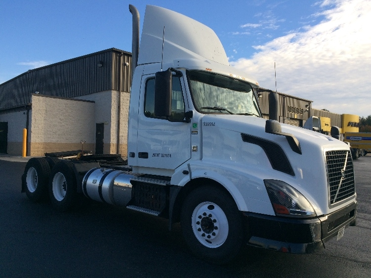 Day Cab Tractor-Heavy Duty Tractors-Volvo-2013-VNL64T300-WINSTON SALEM-NC-366,286 miles-$42,750