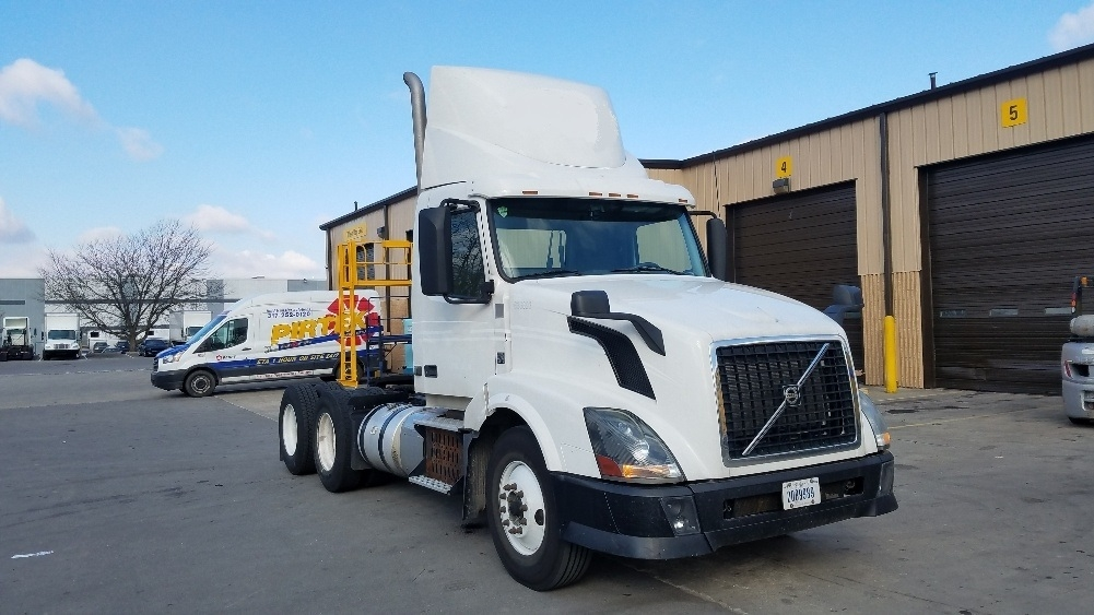 Day Cab Tractor-Heavy Duty Tractors-Volvo-2013-VNL64T300-INDIANAPOLIS-IN-314,085 miles-$40,500