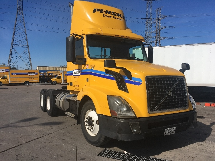 Day Cab Tractor-Heavy Duty Tractors-Volvo-2013-VNL64T300-HOUSTON-TX-287,315 miles-$48,000