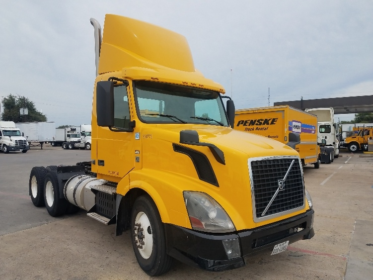 Day Cab Tractor-Heavy Duty Tractors-Volvo-2013-VNL64T300-GARLAND-TX-182,900 miles-$43,250