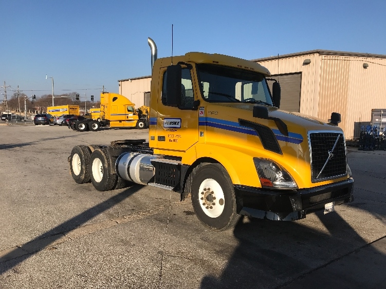 Day Cab Tractor-Heavy Duty Tractors-Volvo-2013-VNL64T300-LOWELL-AR-329,143 miles-$36,250