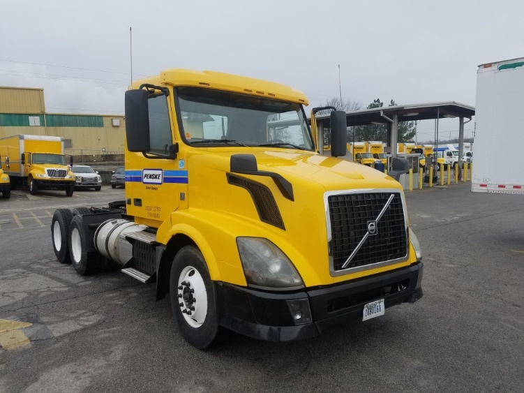 Day Cab Tractor-Heavy Duty Tractors-Volvo-2013-VNL64T300-LOWELL-AR-381,934 miles-$34,000