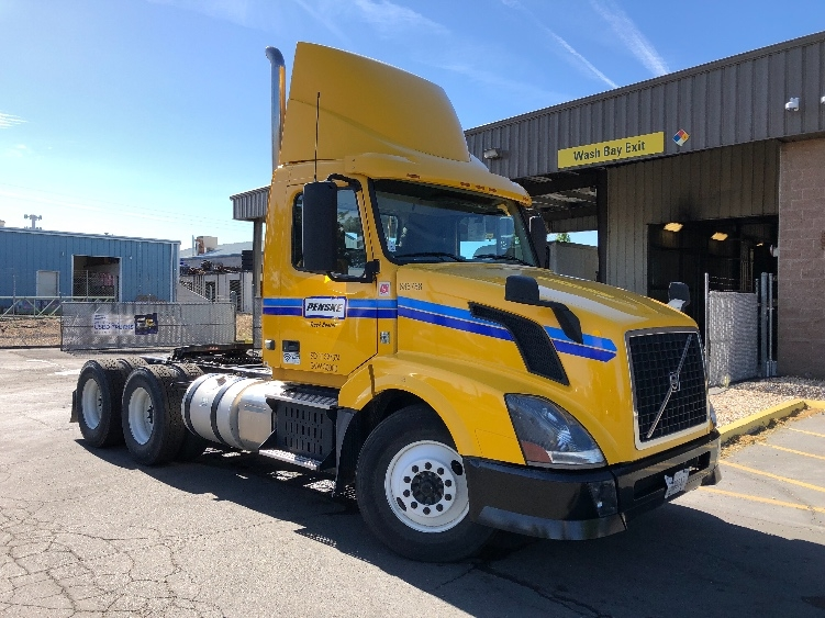 Day Cab Tractor-Heavy Duty Tractors-Volvo-2013-VNL64T300-SPARKS-NV-398,037 miles-$34,000