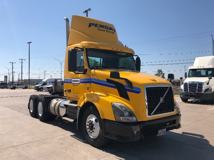 Day Cab Tractor-Heavy Duty Tractors-Volvo-2013-VNL64T300-DENVER-CO-278,940 miles-$48,250