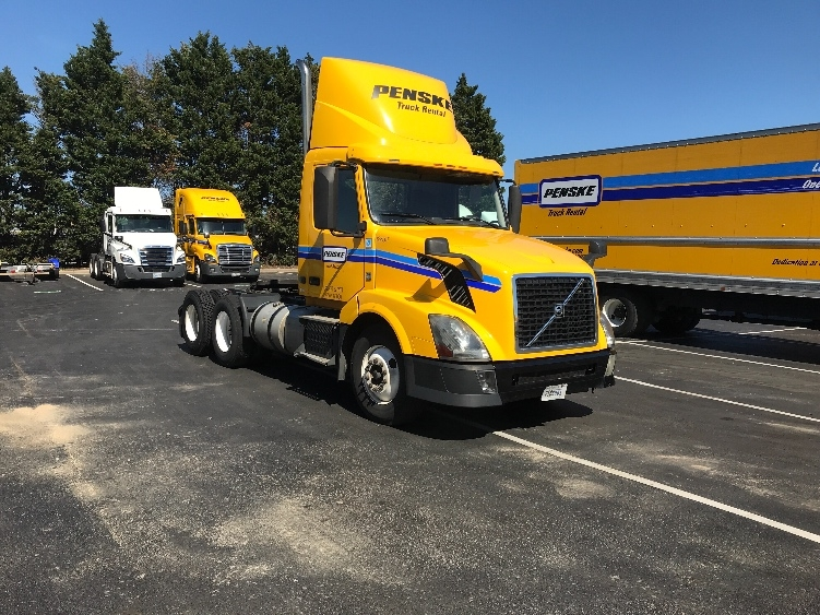 Day Cab Tractor-Heavy Duty Tractors-Volvo-2013-VNL64T300-CHARLOTTE-NC-471,470 miles-$31,500