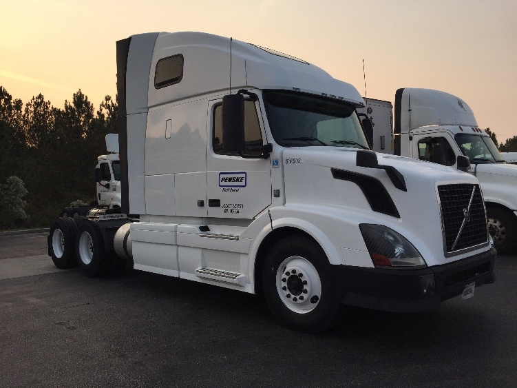 Sleeper Tractor-Heavy Duty Tractors-Volvo-2013-VNL64T670-FLORENCE-SC-436,891 miles-$43,750