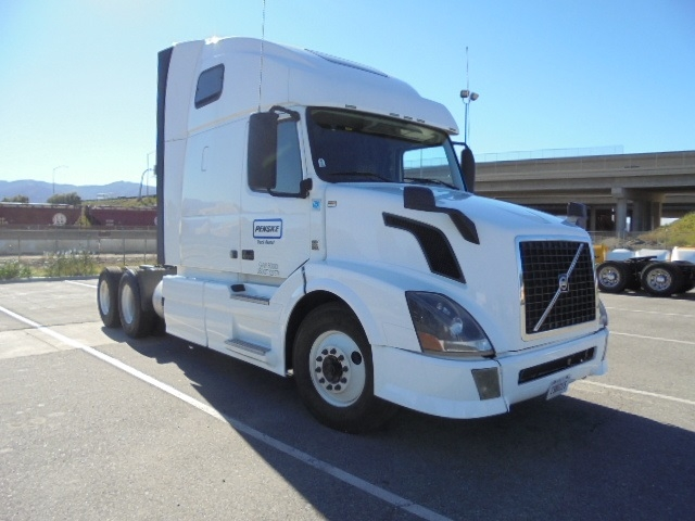Sleeper Tractor-Heavy Duty Tractors-Volvo-2013-VNL64T670-SAINT LOUIS-MO-530,970 miles-$38,000