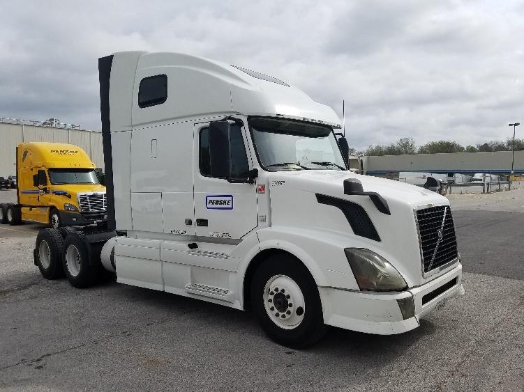 Sleeper Tractor-Heavy Duty Tractors-Volvo-2013-VNL64T670-AURORA-CO-676,972 miles-$38,000