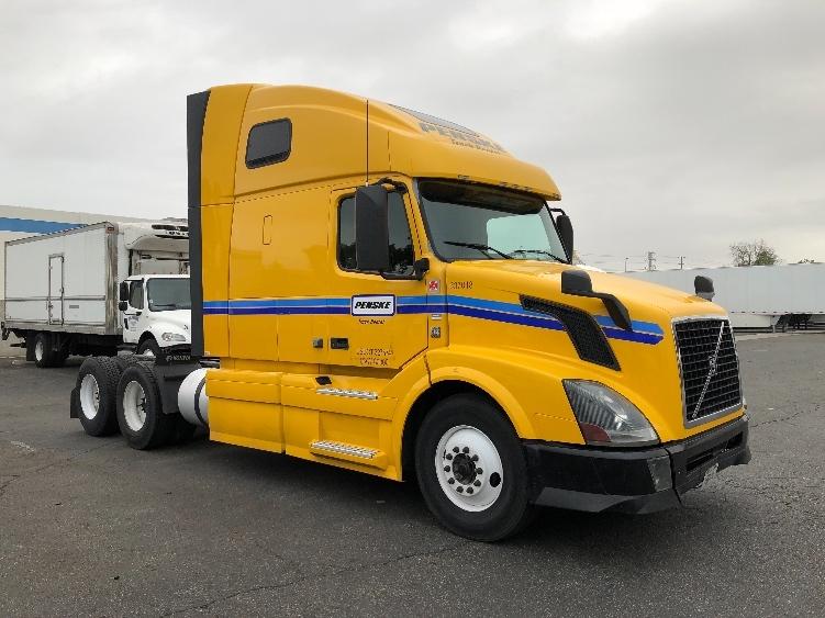 Sleeper Tractor-Heavy Duty Tractors-Volvo-2013-VNL64T670-PHOENIX-AZ-486,910 miles-$41,750